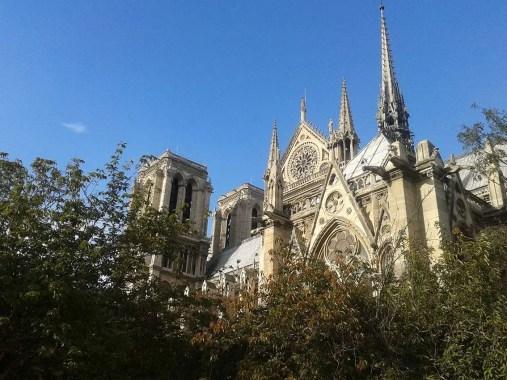 Notre-Dame de Paris lato giardino