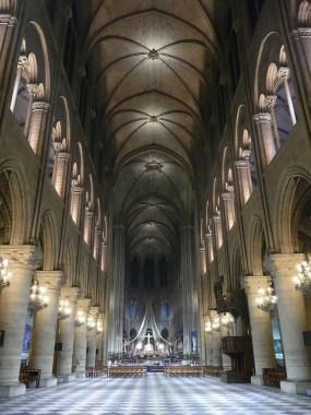 Notre-Dame navata giorno