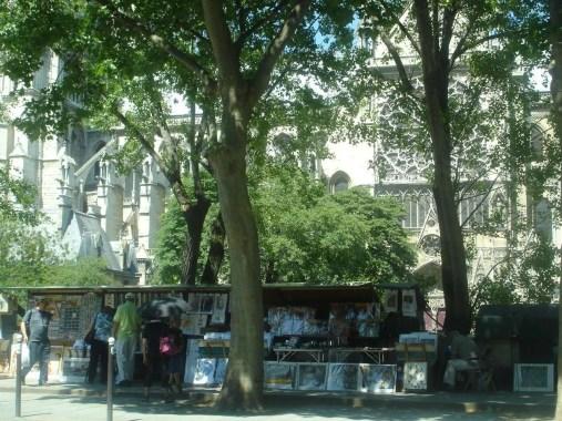 bouquiniste sur le quai - Notre Dame