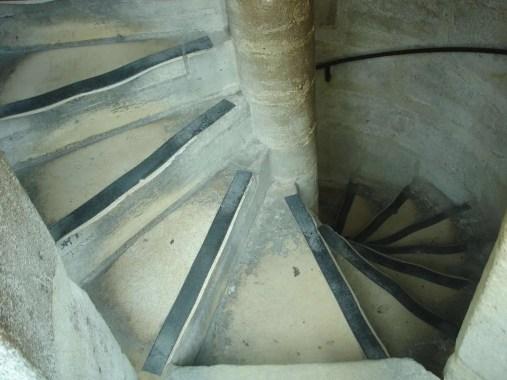 scale Notre-Dame de Paris