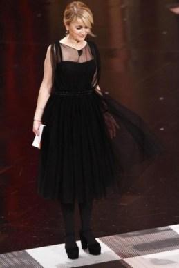 Luciana Littizzetto ha scelto qualcosa da sera e questo abito nero in tulle e trasparenze di Gucci