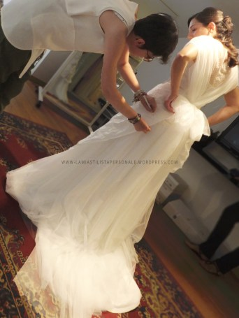 (B)Annalisa Colonna designs the embroidery using tissue paper on bride's wedding dress