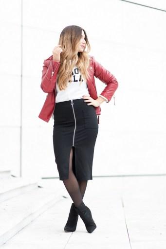 look sport chic jupe crayon noir sweet perfecto en cuir rouge