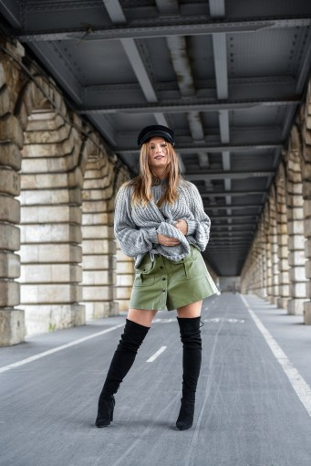 streetstyle-cuissarde-jupe-cuir-et-pull