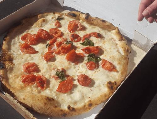 Pizza Vesuvio à Naples