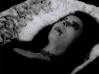 Cuadecuc.vampir.1971.DVDRip.XviD.avi_snapshot_00.47.16_[2016.03.18_12.43.30]
