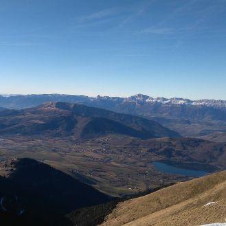 Vue sur le lac de Pierre Chatel, le Senepi, le Vercors au fond (cherchez le Mont ?? Aiguille) et le Plateau Matheysin bien sûr ! Depuis le Perolier #skyracematheysins