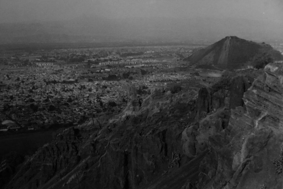 Vista hacia San Lorenzo Tezonco desde el volcán Xaltepec ubicado en los límites de la colonia Desarrollo Urbano Quetzalcoatl