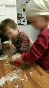 Fabrication des biscuits pour le goûter