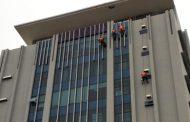 Một số hình ảnh bảo trì vệ sinh mặt ngoài toà nhà