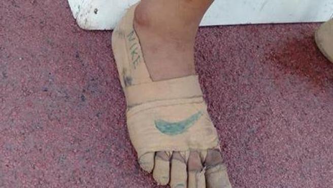 Una niña gana tres oros tras correr sin zapatillas y con el logo de Nike pintado