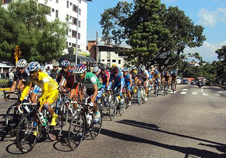 Para las 2 de la tarde se anuncia el inicio de la Vuelta a Bramón, en su 48ª edición. (Foto: La Nación)