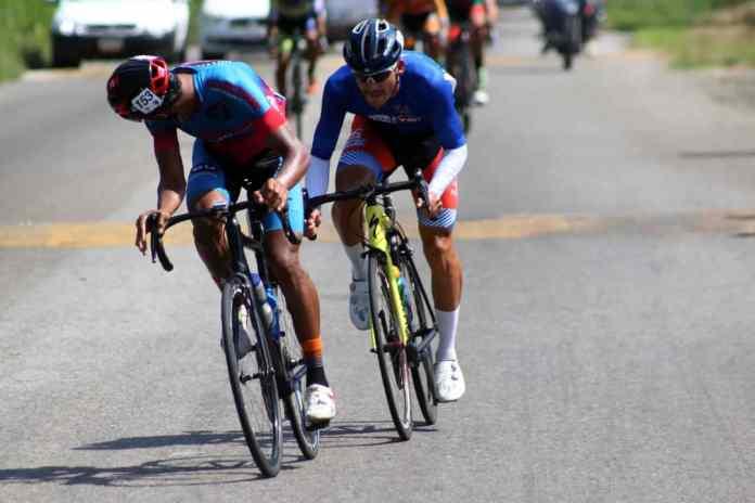 Foto/Carlos Eduardo Ramírez- Isaac Yaguaro (Fundación Ciclo Corse), Juan Hoyos (Team Gesprom Colombia) y Jackson Rodríguez (Moys JHS Grupo), fueron los grandes protagonistas en todo el terreno plano de la etapa, incluso les quedó fuelle hasta Seboruco.
