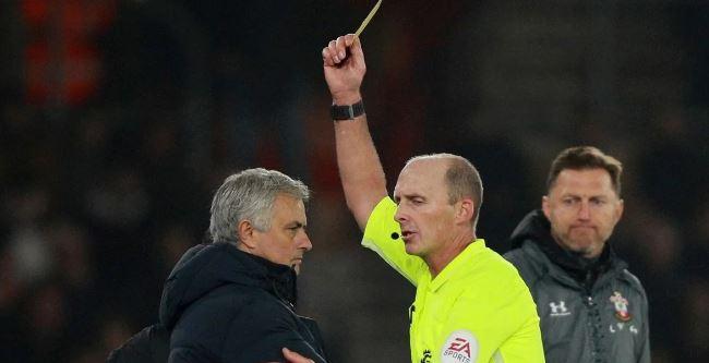 Mourinho, amonestado por espiar al rival: