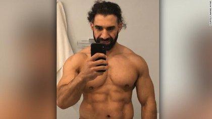 Ahmad Ayyad se toma una selfie en su mejor momento físico