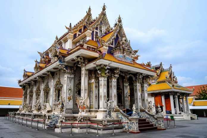 El templo budista del que todos hablan: de David Beckham a Batman o Pikachu