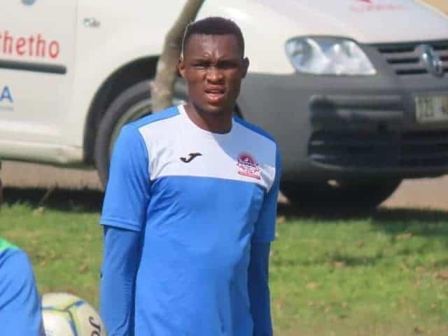 Futbolista de 28 años muere después de quejarse de mareos