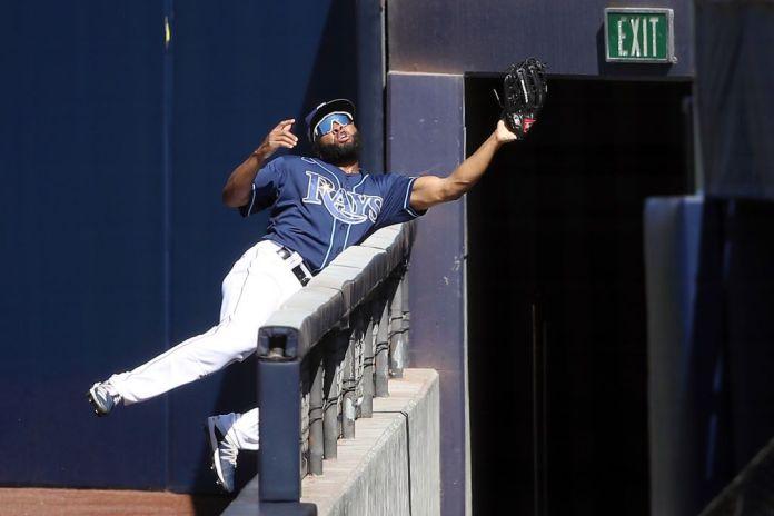 El dominicano Manuel Margot arriesga el físico y hace la atrapada del año en la MLB