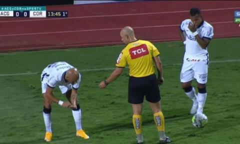 Rómulo Otero perdió cuatro dientes al chocar con otro jugador
