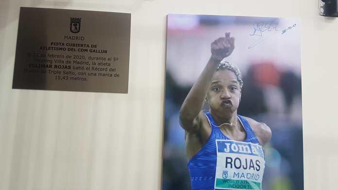 El Ayuntamiento de Madrid conmemoró este sábado su gesta con una placa que destaca la plusmarca de Yulimar Rojas