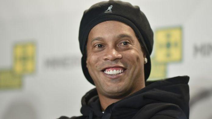 Ronaldinho se recupera de su paso por la cárcel con sus millonarios emprendimientos