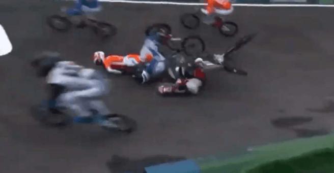 Brutal caída en el BMX: el candidato a ser oro en Tokio se retiró en camilla