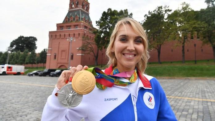 Devuelven las medallas olímpicas robadas a la tenista rusa Elena Vesniná junto con una nota de disculpa y una caja de bombones