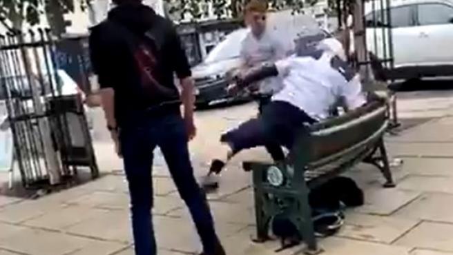 Un hombre recibe una soberana lección al atacar en un parque al campeón del mundo junior de jiu-jitsu