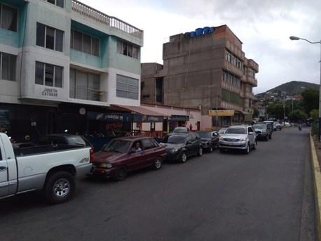 En San Antonio del Táchira se viene estableciendo, desde el mes de noviembre del año pasado, el mecanismo por número asignado mediante el censo. (Foto: J. Maldonado)
