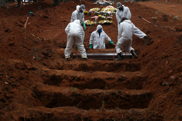 Brasil supera los 100.000 muertos por coronavirus