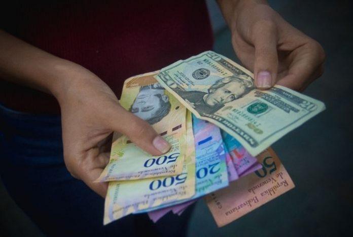 José Guerra: Nadie ahorra en bolívares, ha muerto como moneda