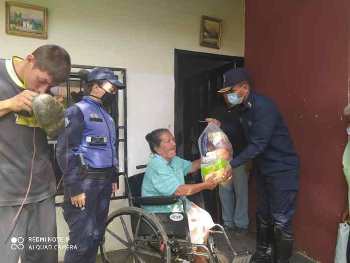 Politáchira entregó mercados a familias vulnerables en Junín