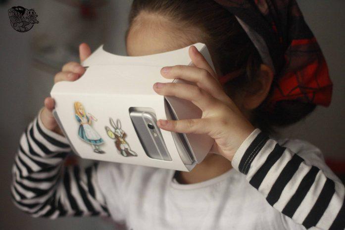niña de 5 años con realidad virtual