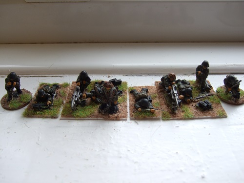 2x MG42 teams firing