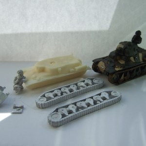 Hotchkiss H39 short 37mm Tank with Crewman