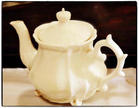 Kilns-Tea-Pot-gl-wb