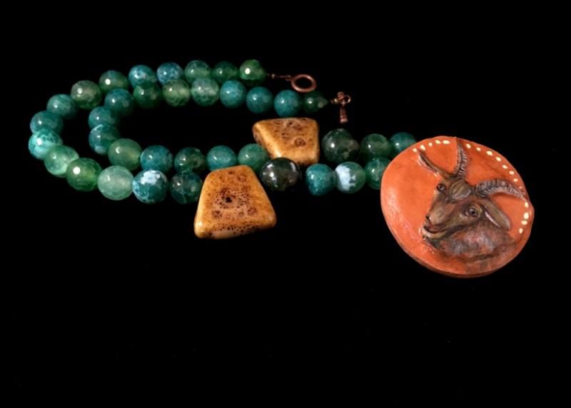 Ceramic and green agate porcelain pendant.