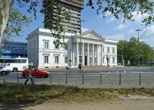 """Alte-stadtbibliothek--portikus-ffm001"""" von dontworry -"""