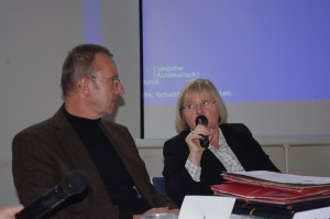 Friederike Lenz vom Sozialministerium musste sich kritische Anmerkungen von Landrat Joachim Arnold und anderen Flüchtlingshelfern anhören. Foto Klaus Nissen