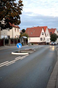 Radarfallen für die Rennpiste Weingartenstraße. (Bild: Petra Ihm-Fahle)