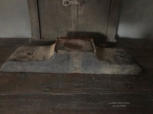 Oud houten kandelaar ornament