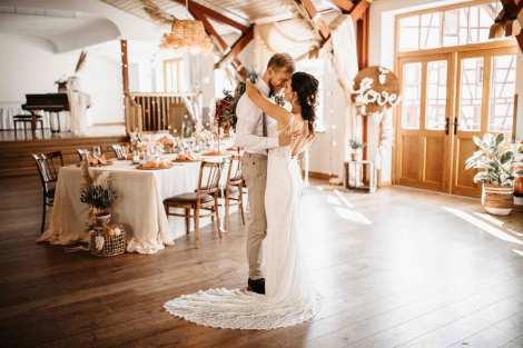 Festsaal | Scheunenhochzeit | Hochzeitstanz