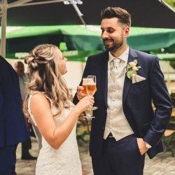 Besondere Hochzeitslocation Bierempfang Sektempfang