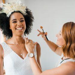 Flower Crown Hochzeitsfrisur Afro-Braut