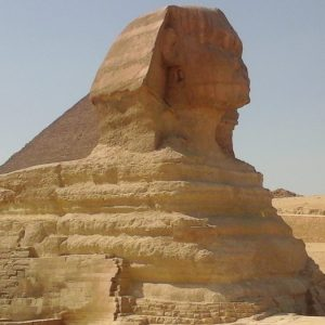 Сфинк в Гизе : вид на Большой сфинкс и пирамиду Хефрена при экскурсии в Каир из Хургады