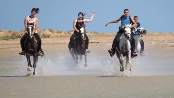 Морська екскурсія на конях в Хургаді