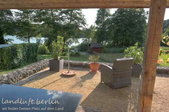 Terrasse vor dem Bungalow