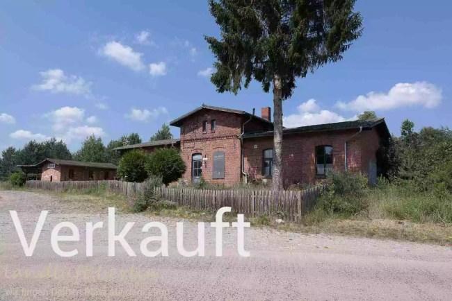 Alter sanierter Dorfbahnhof in der Mecklenburgischen Seenplatte zu verkaufen