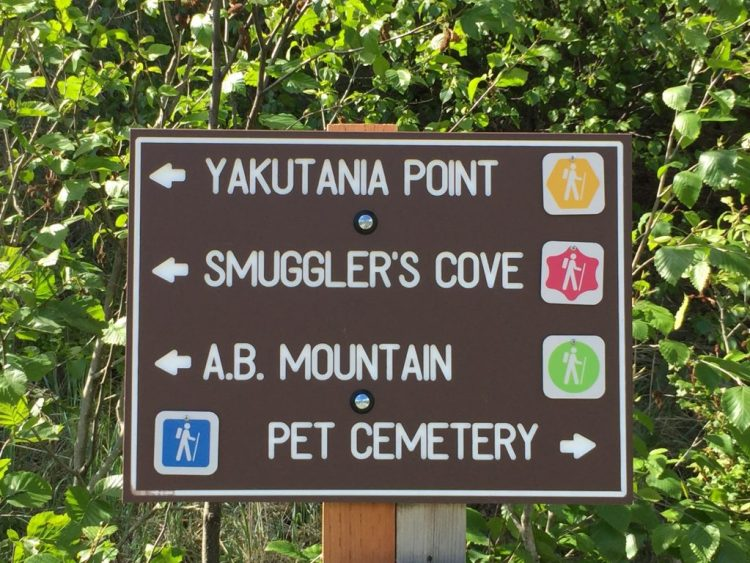 Smuggler's Cove trail sign