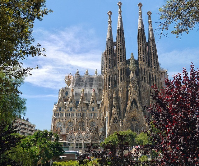 An image of the stunning sagrada familia in Barcelona, Spain
